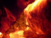 feu dans une poele à bois
