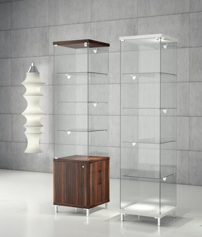 Vitrine design en verre en hauteur pour bijouterie